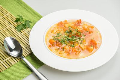 Bors cu legume de sezon – vegan