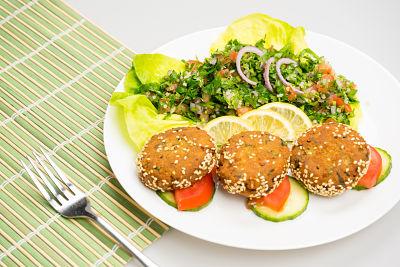 Falafel cu tabbouleh – vegan