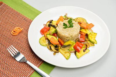 Quinoa cu legume la tigaie – vegan