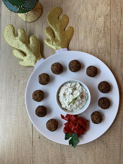 Bulete de ciuperci cu legume si sos tzatziki
