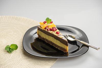 [:en]Orange, Apricot and Carob Cake – raw [:ro]Tort portocale, caise şi carob (pudră de roșcove) – raw[:] 1