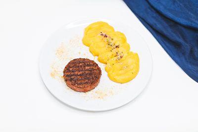 Beyond Meat (proteină de mazăre) cu piure de păstârnac şi ţelină – vegan (1)_opt