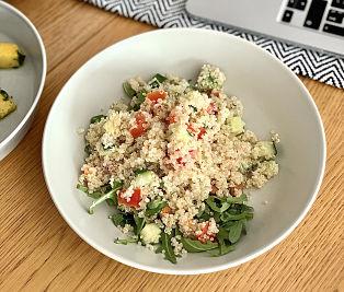 Salată cu hrişcă şi quinoa – raw
