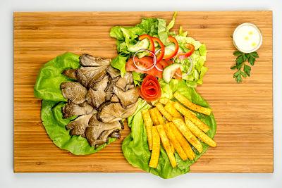 """Grill pleurotus cu """"cartofi din ţelină"""" şi salată + sos caju si mustar"""
